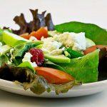 Salatteller mit Fetakäse